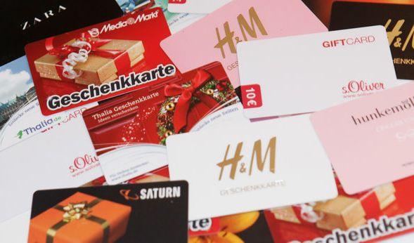 Gutscheine und Geschenkkarten sind beliebte Geschenke. (Foto)