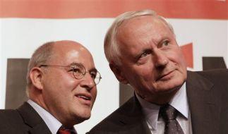 Gysi (links) wird nun offenbar den Fraktionsvorsitz alleine führen.  (Foto)