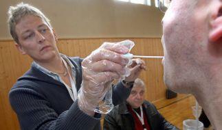 Häufen sich Verbrechen in einer Region, werden ab und zu DNA-Massentestes durchgeführt. (Foto)