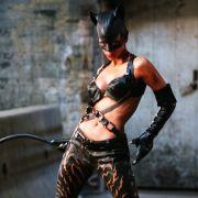Halle Berry sah in ihrem Lackoutfit als Catwoman zwar irgendwie heiß aus. Der Film brachte ihr allerdings - lange vor ihrem Oscar - die Goldene Himbeere als schlechteste Schauspielerin ein.
