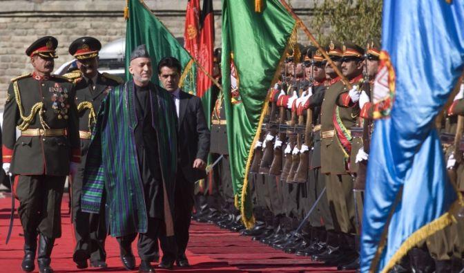 Hamid Karzai auf dem Weg zu seiner zweiten Vereidigung. (Foto)