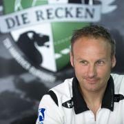 Handballklub Hannover heißt jetzt Recken: Trainer Christopher Nordmeyer bei der Präsentation des neuen Claims.