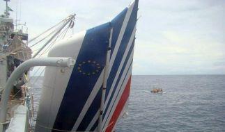 Handelsschiff birgt Airbus-Wrackteil (Foto)