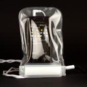 Handy und mp3-Player dürfen getrost mit an den Strand - in den wasserdichten Taschen sind sie gegen Sand und Wasser geschützt.