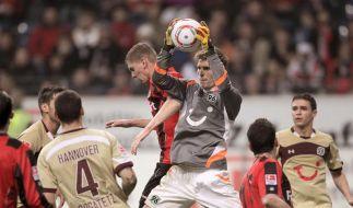 Hannover erster BVB-Verfolger: 3:0 in Frankfurt (Foto)