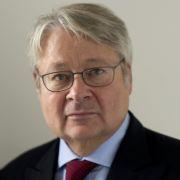 Professor Dr. Hans-Henning Schröder leitet die Forschungsgruppe Russland der Stiftung Wissenschaft und Politik in Berlin.
