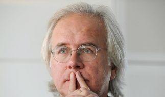 Harald Schmidt bindet sich bis 2011 an die ARD. (Foto)