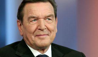 Hat die Flüchtlingspolitik der Bundeskanzlerin scharf kritisiert: Altkanzler Gerhard Schröder. (Foto)
