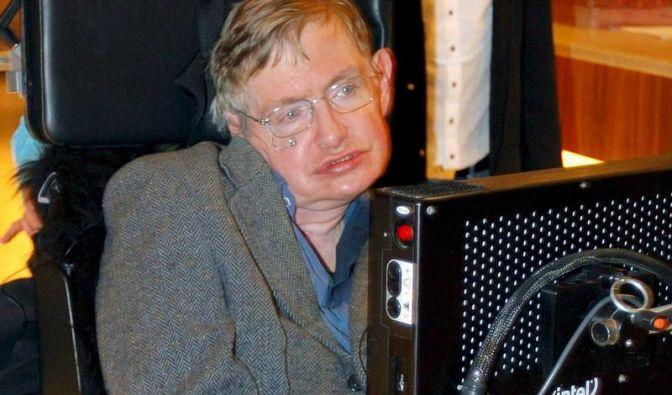 Hawking gibt berühmten Lehrstuhl in Cambridge auf (Foto)