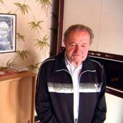 Heimatbesuch bei Lothar immer am Ball: Papa Matthäus ist von Lothars Lebenswandel nicht begeistert.