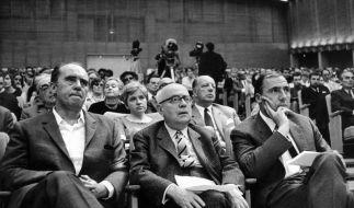 Heinrich Böll, Theodor W. Adorno und Verleger Siegfried Unseld 1968 in Frankfurt. (Foto)