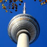 Das Jawort in luftiger Höhe: Der Berliner Fernsehturm kann für eine Trauung genutzt werden. Möglich macht es das Standesamt Berlin-Mitte.