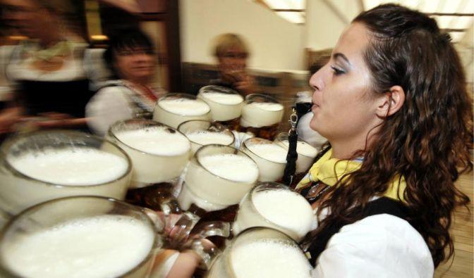 Hektik sucht man auf dem Gäubodenfest vergebens. Außer man arbeitet als Bedienung. (Foto)