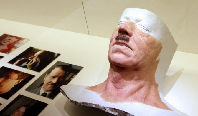 Helge Schneiders Hitler-Maske (Foto)