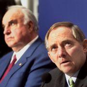 Hier hat es bereits heftig gekriselt: Helmut Kohl (links) und Wolfgang Schäuble während einer Pressekonferenz in der CDU-Zentrale Berlin 1999.