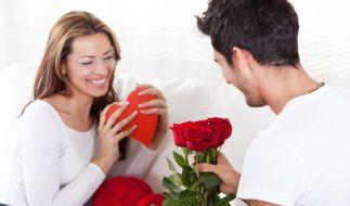 Herzchen, Blumen und Pralinen? Das kommt nicht bei jedem Beschenkten gut an. (Foto)