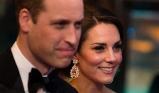 Herzogin Kate und ihr Ehemann Prinz William gelten als faul und öffentlichkeitsscheu - sogar die Queen mit ihren 90 Jahren ackert mehr als die jungen Royals. (Foto)