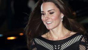 Herzogin Kate lacht die BH-Panne einfach weg. (Foto)