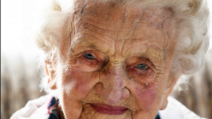 Hildegard Loskarn ist glühender Fan von Borussia Dortmund und mit ihren 108 Jahren mehr als ein Jahr älter als ihr Lieblingsverein. (Foto)