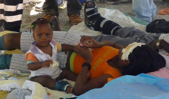 Hilfe fuer Erdbebenopfer in Haiti (Foto)
