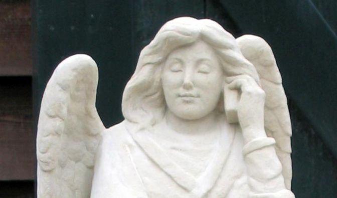 «Himmlische» Hotline: Engel mit Smartphone (Foto)