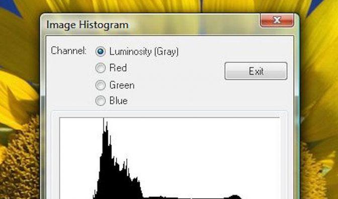 Histogramm zeigt die Helligkeit eines Fotos (Foto)