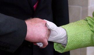 Historischer Gruß zwischen Queen und Ex-IRA-Mann (Foto)