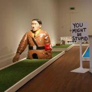 Hitler als Minigolf-Figur in der Grundy Art Gallery