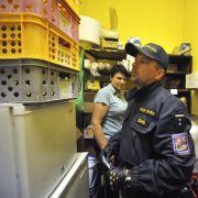 Hochprozentiges wurde von der Polizei aus sämtlichen Geschäften verbannt.