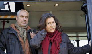 Holger Nussbaum (Hansa Czypionka) bedroht Kommissarin Klara Blum (Eva Mattes) und entführt sie auf der Schweizer Seite des Bodensees. (Foto)