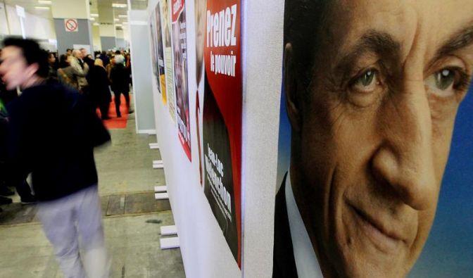 Hollande und Sarkozy bei Stimmabgabe entspannt (Foto)