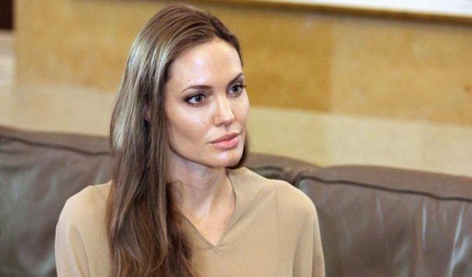 Hollywood-Diva Angelina Jolie hat sich beide Brüste abnehmen lassen - aus Angst vor Brustkrebs. (Foto)
