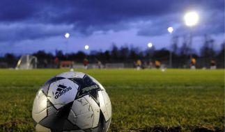 Homosexuelle Fußballer scheuen das Licht der Öffentlichkeit. (Foto)