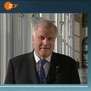 Zwei Männer unter sich: Da kommt Horst Seehofer schon mal ins Plaudern. Heute journal-Moderator Claus Kleber hört dankend zu.