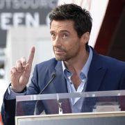Hugh Jackman freut sich über seinen Stern auf dem Walk of Fame in Hollywood.