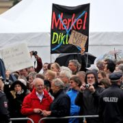"""""""Merkel muss weg!"""" Pegida-Mob attackiert Kanzlerin (Foto)"""