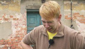 Iiiieehhh! Timo schaut Bauer Denny beim Schlachten zu. (Foto)