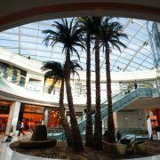 Nur wenige alte Gebäude prägen Casablanca, stattdessen herrschen moderne Architekturformen vor, die unter anderem riesige Shopping-Center beherbergen.