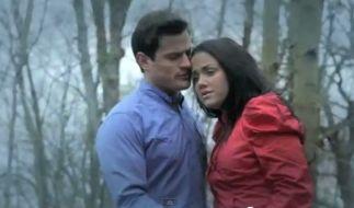 Im gemeinsamen Musikvideo zu Is it Love? sehen Rocco Stark und Kim Gloss wie ein glückliches Paar aus. Nun wollen die beiden Ex-bewohner des RTL- Dschungelcamps ihrer Liebe eine zweite Chance geben (Foto)