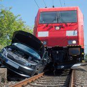 Mann wird 90 Meter von Zug mitgeschleift - tot! (Foto)