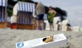 Im Ostseebad Nienhagen bekommen Raucher Aschenbecher mit an den Strand (Foto)