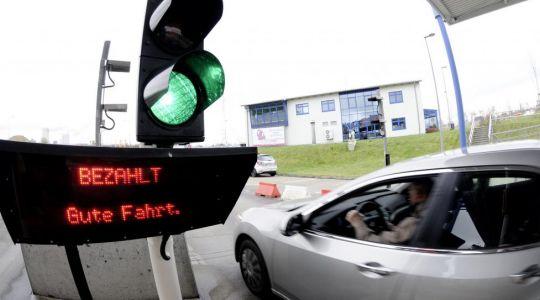 Im Warnowtunnel in Rostock gibt es sie schon, die Pkw-Maut. Verkehrsminister Ramsauer will sie bunde (Foto)