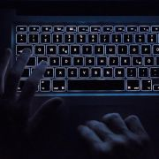 Immer wieder schlagen Cyber-Kriminelle über harmlos wirkende Mails zu. Dieses Mal trifft es T-Online-Kunden. (Foto)