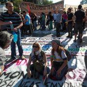 Immer wieder haben die Griechen in den vergangen Monaten protestiert. Nun legt ein neuer Streik den Staat lahm.