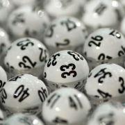 In Australien hat ein Mann beim Autoputzen einen alten Lottoschein gefunden - und ist damit steinreich geworden. (Symbolbild) (Foto)