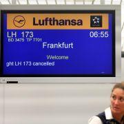 In Berlin-Tegel streiken die Flugbegleiter bereits seit 5 Uhr. Zahlreiche Flüge fallen aus.