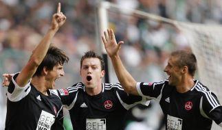 In der ersten Bundesliga-Begegnung des 1.FC Nürnberg in dieser Saison hatte Hanno Balitsch (Mitte) Grund zum Jubeln. (Foto)