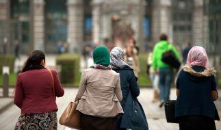 In Dresden wurde ein muslimischer Infostand mit Schweinefleisch beworfen. Symbolbild (Foto)