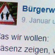 In geschlossenen Facebook-Gruppen fantasieren Rechte ungestört von Mord an Flüchtlingen. (Foto)