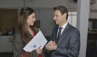 In Flirt-Laune: Elena und Gerner kommen sich näher. (Foto)